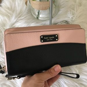 Kate Spade Large carryall Jeanne wallet/ wristlet